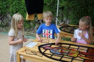 Edukační pomůcka vitrážové okno je dětem důvěrně známá principem puzzle.