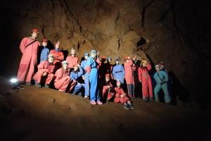 Začínající speleologové v Krásnohorské jeskyni / DP